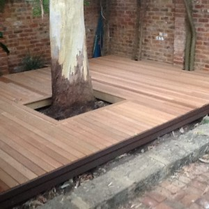 Decking that makes a feature of the tree by Leroy Brown Carpentry